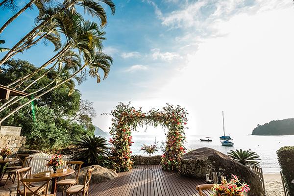 Decoração de bodas romântica e tropical