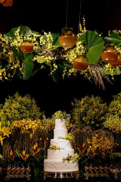 Decoração de casamento contemporânea em amarelo