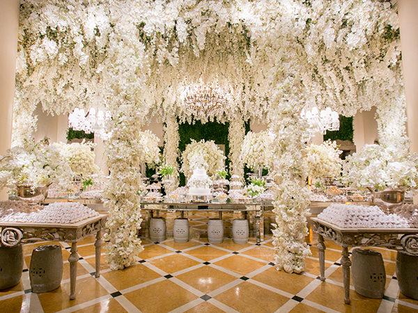 Casamento clássico em tons de branco