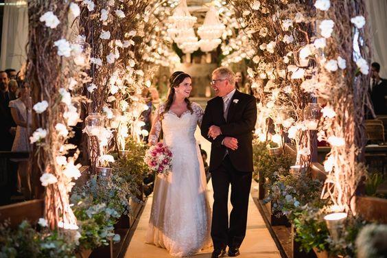 Entrada da noiva: precisa necessariamente ser com o pai?