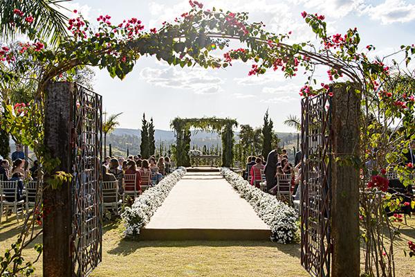 Decoração romântica para casamento no campo
