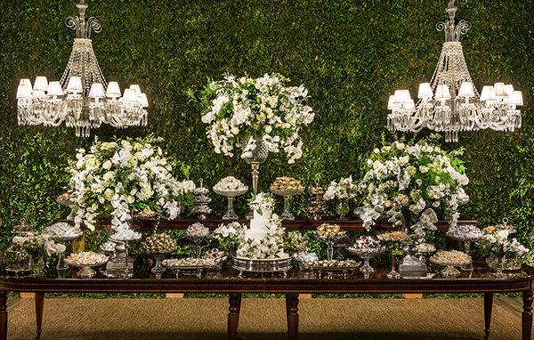 Decoração de casamento clássica com clima de jardim